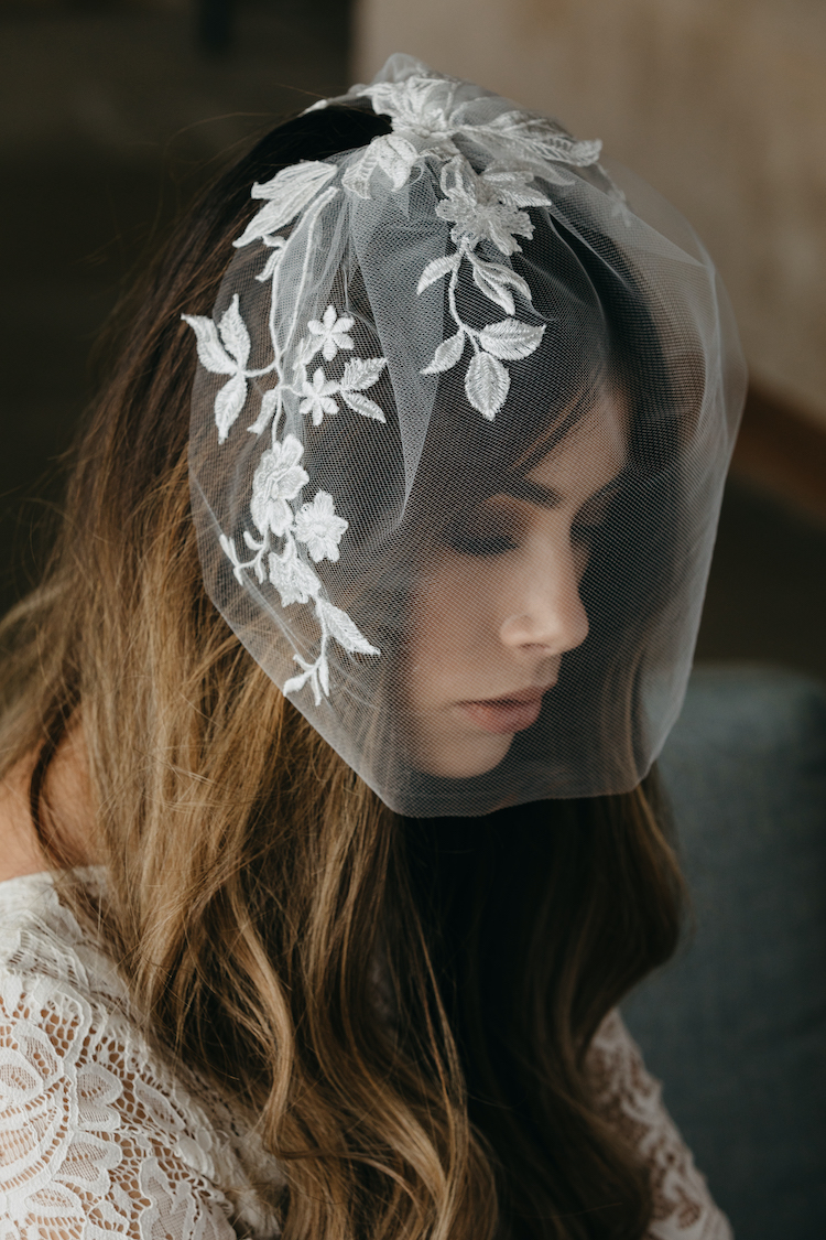 How to secure a birdcage veil in 2 steps_5