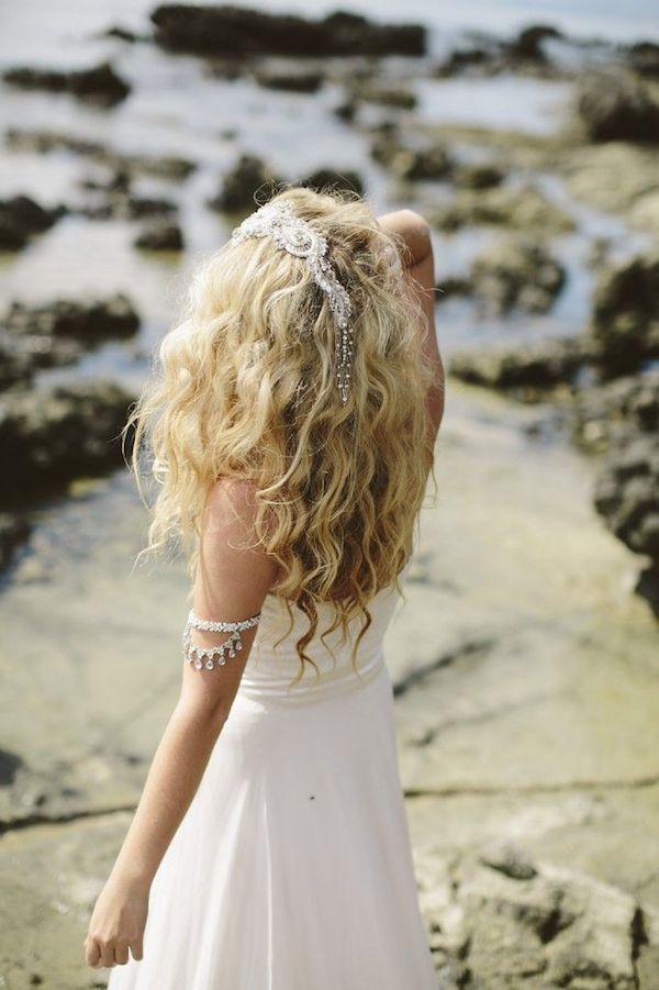 Naturally curly wedding hairstyles_loose waves 7