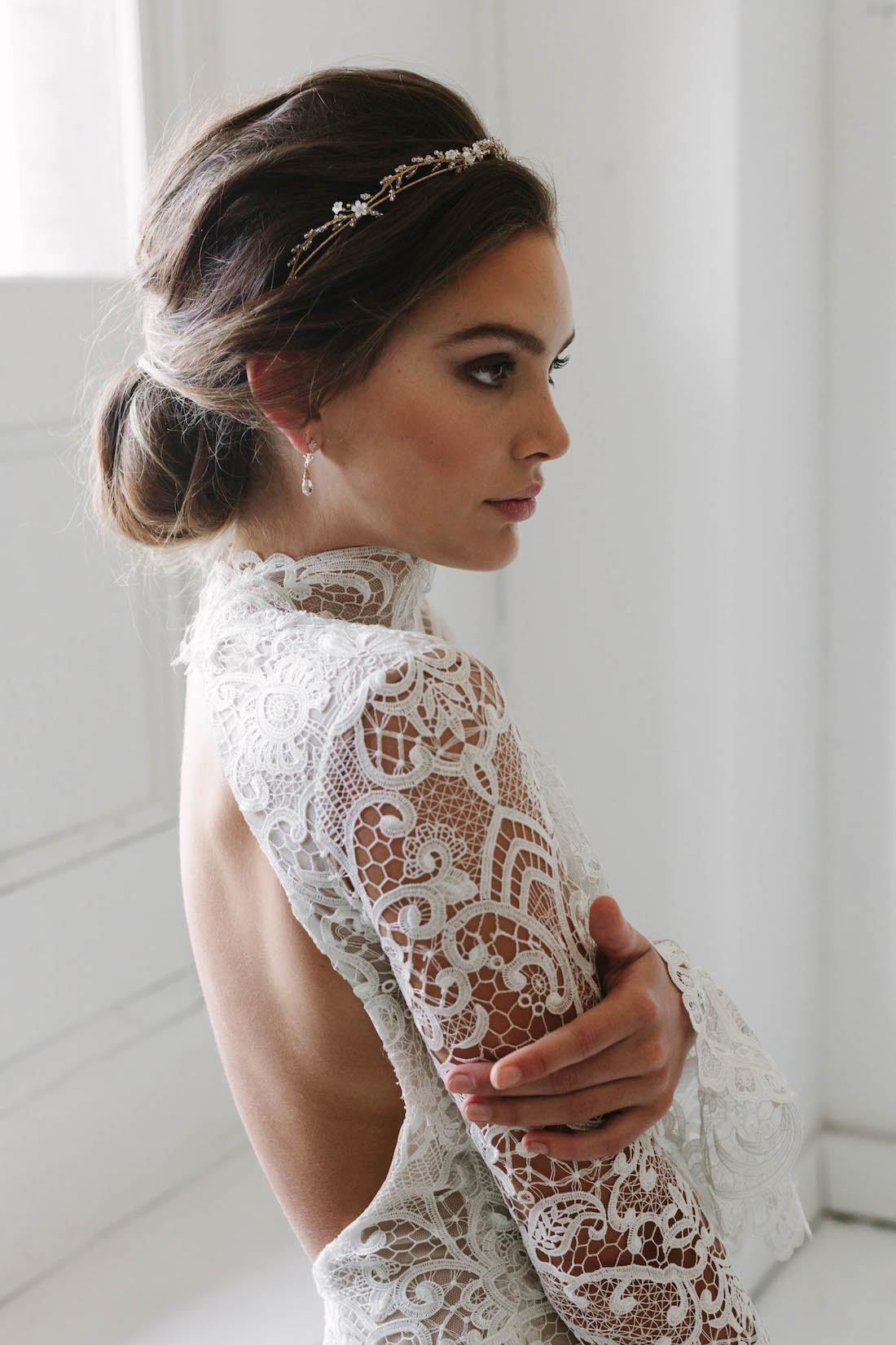 How to accessorise a lace wedding dress 13