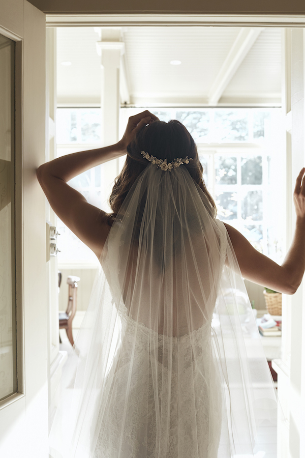 The Layered Look_VERSE bridal hair comb and AMORA veil
