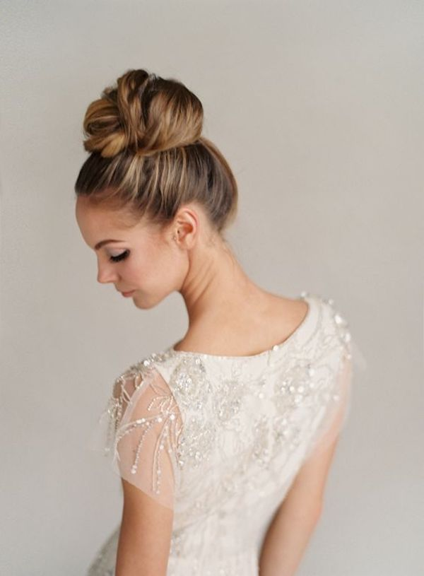 High bridal buns for wedding veils 2