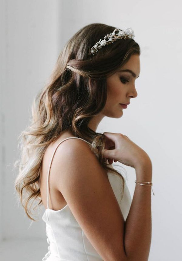 Tousled loose curls_wedding hairstyles for veils 4