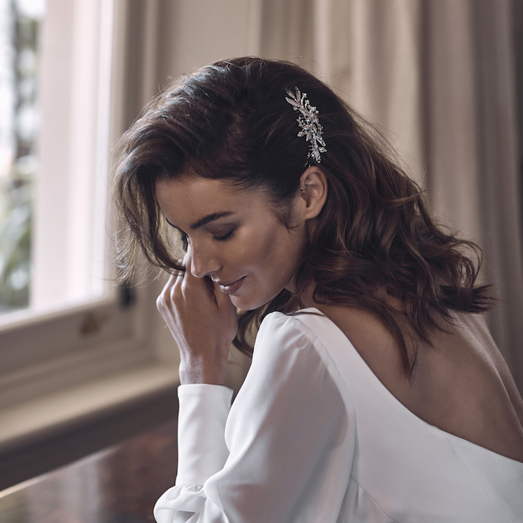 Side Wedding Hairstyles: 7 Delicate Wedding Hair Combs For Side Swept