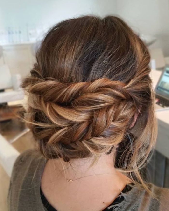 Gorgeous messy wedding updos 12