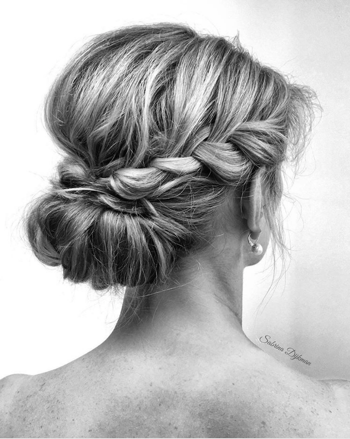 Gorgeous messy wedding updos 16