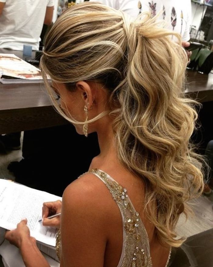 Bridesmaids hairstyles_wavy ponytails 2