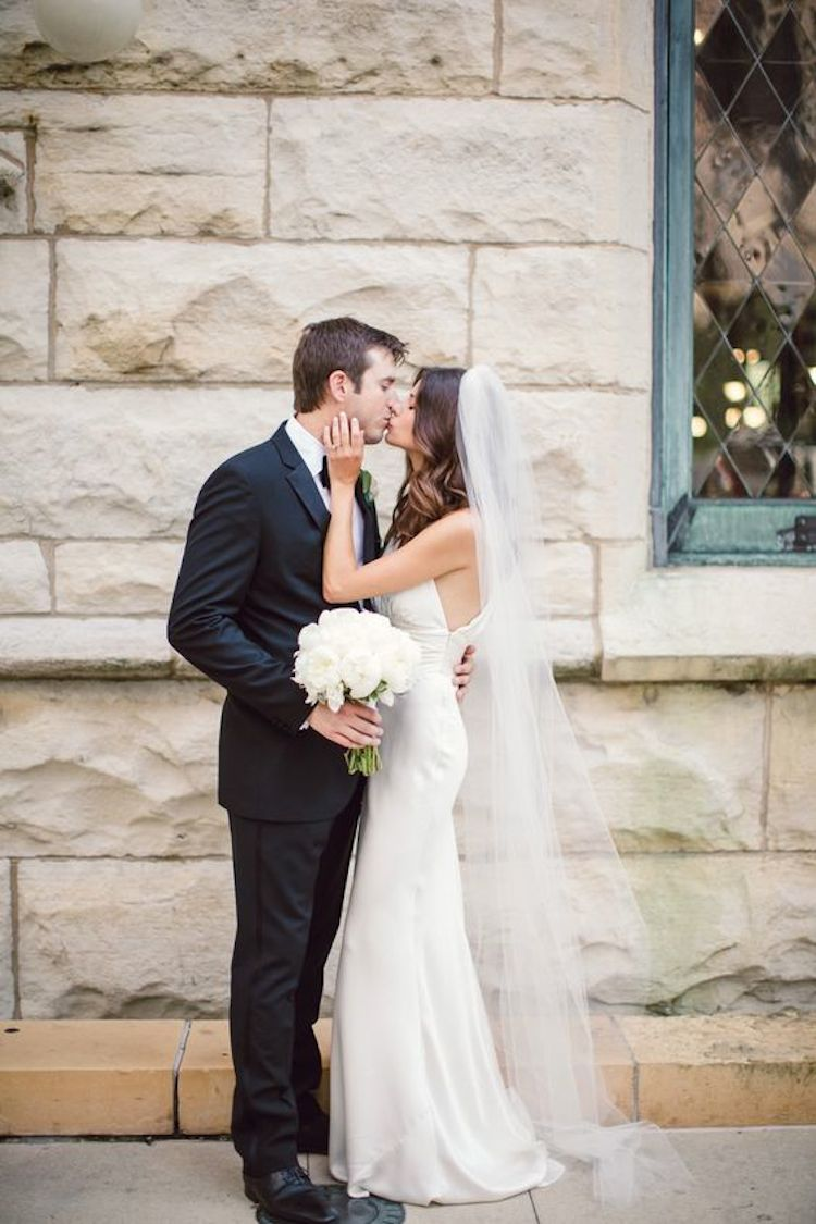 Our favourite wedding hairstyles with veils_down hair with veil 5