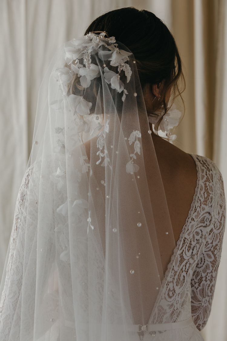 How to choose bridal earrings to suit your neckline 2