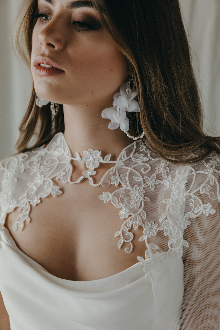 How to choose bridal earrings to suit your neckline 4