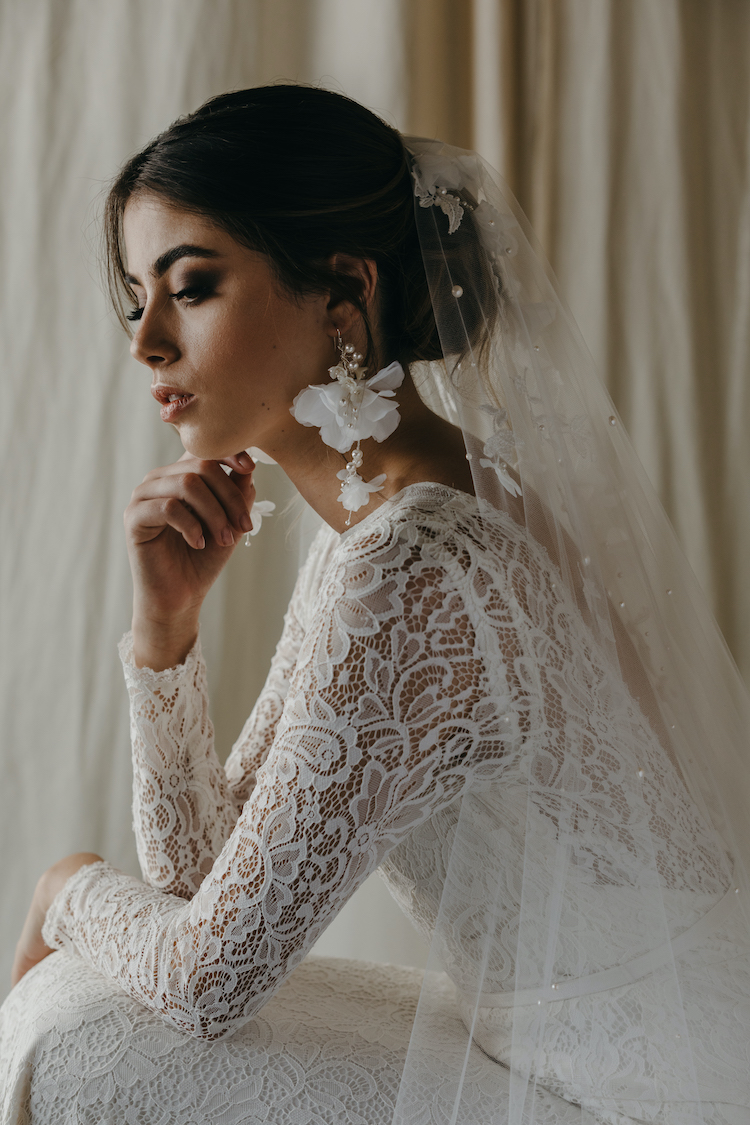How to choose bridal earrings to suit your neckline 9