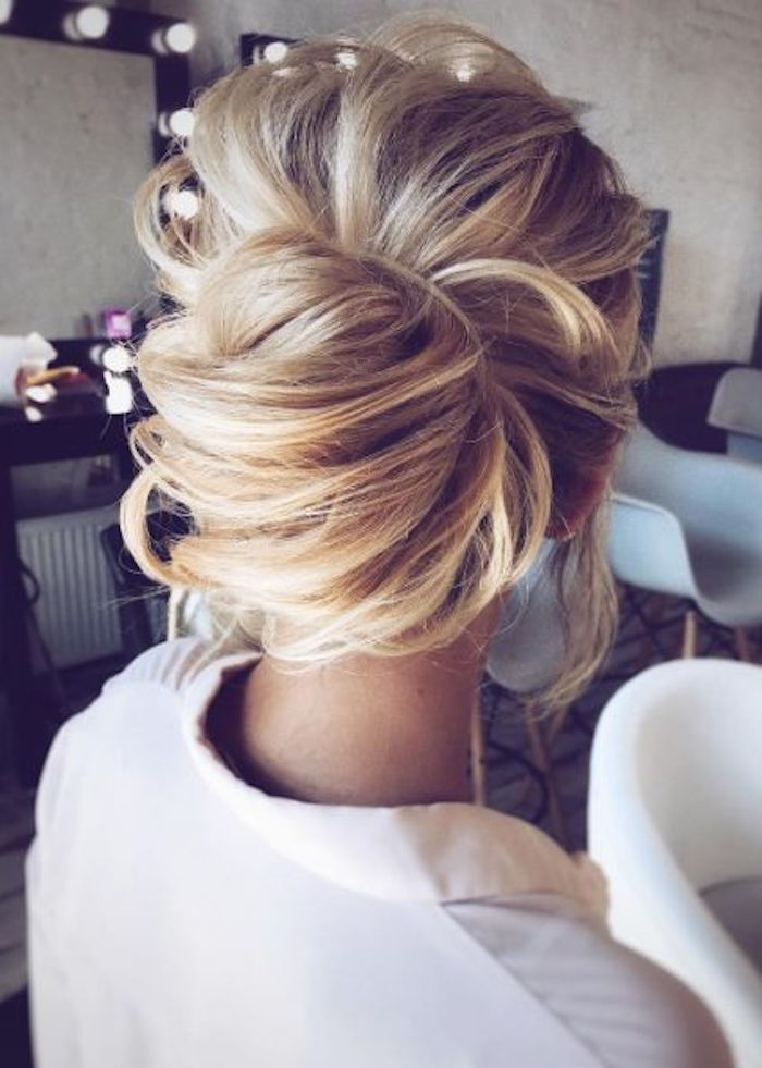 LOOSE UPDOS_Simple and stunning wedding hairstyles you'll love 7
