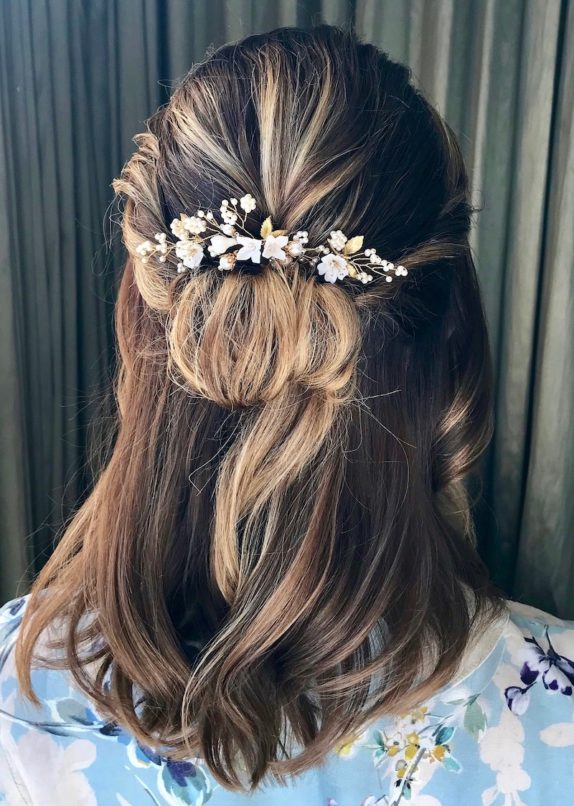 Bride Alexis wearing the Meadow hair pins