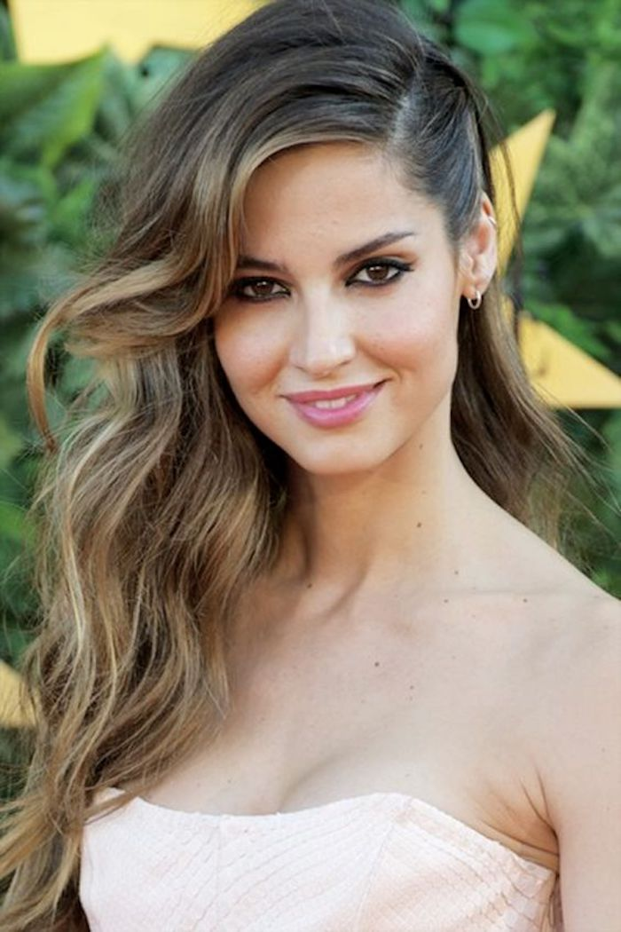 Wedding hair trends for 2019_romantic soft waves 4