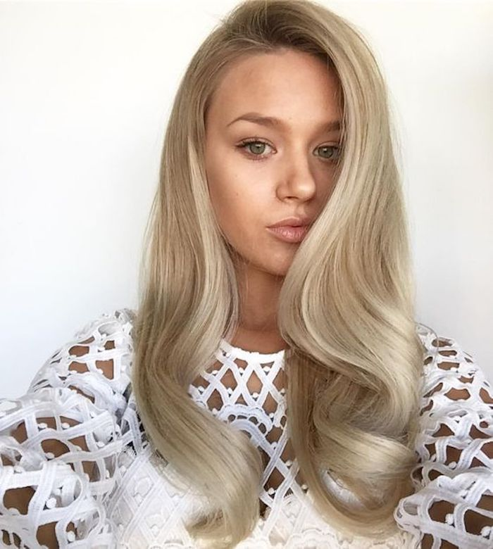 Wedding hair trends for 2019_romantic soft waves 8