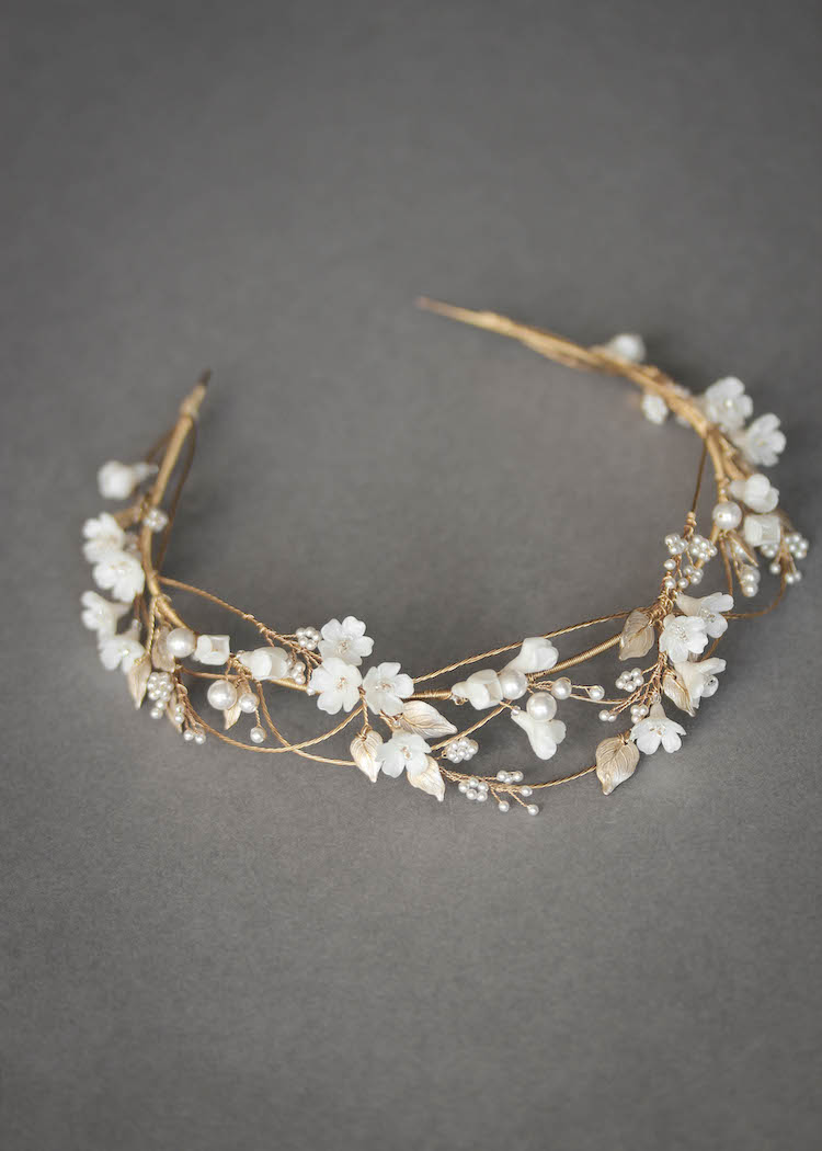 An airy and romantic floral crown for bride Megan_2