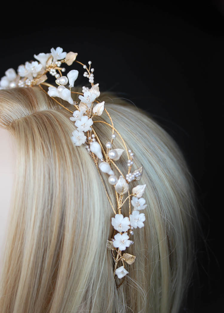 An airy and romantic floral crown for bride Megan_7