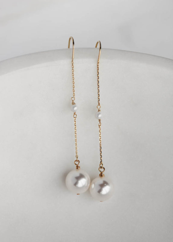 CECILE minimal pearl earrings 1